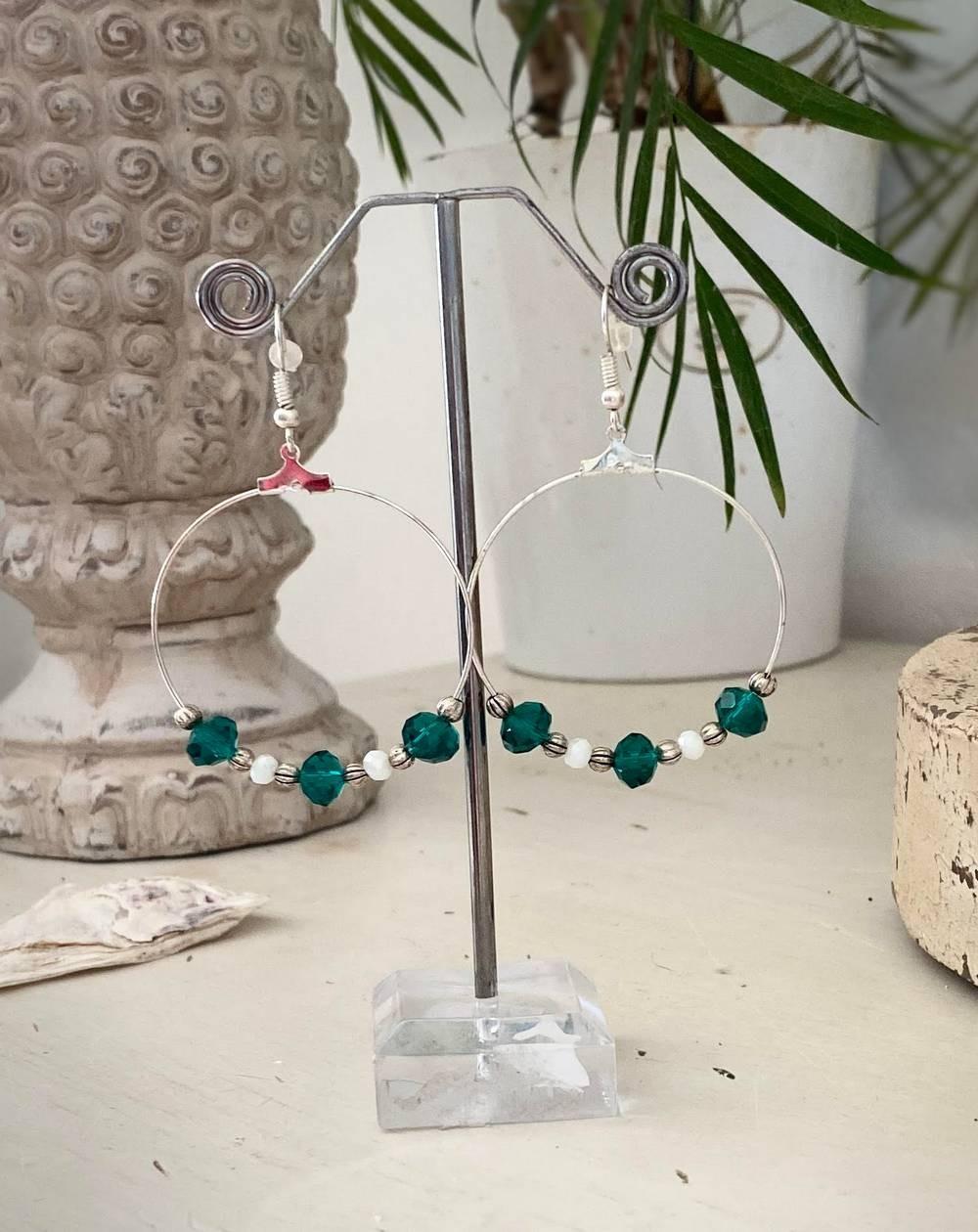 Boucles d'oreilles créoles perles vert émeraude