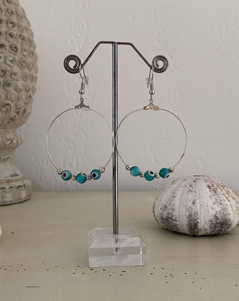 Boucles d'oreilles créoles perles vertes et métal