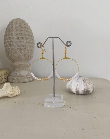 Boucles d'oreilles créoles dorées aux perles cristal roses
