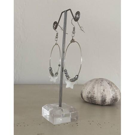 Boucles d'oreilles créoles étoile blanche en nacre et perles métal