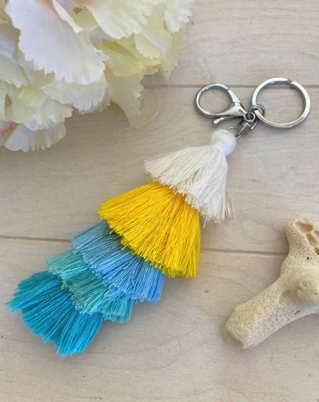 Porte clés pompons multicolores bleus, jaune et blanc