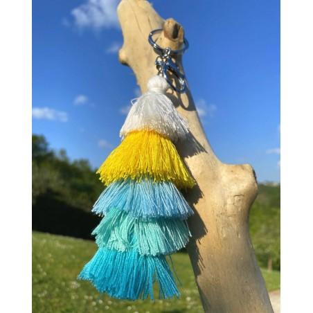Porte clés original à pompons  bleus, jaune et blanc