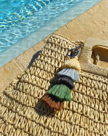 Bijoux de sac fantaisie à pompons multicolores beige, gris, kaki et marron