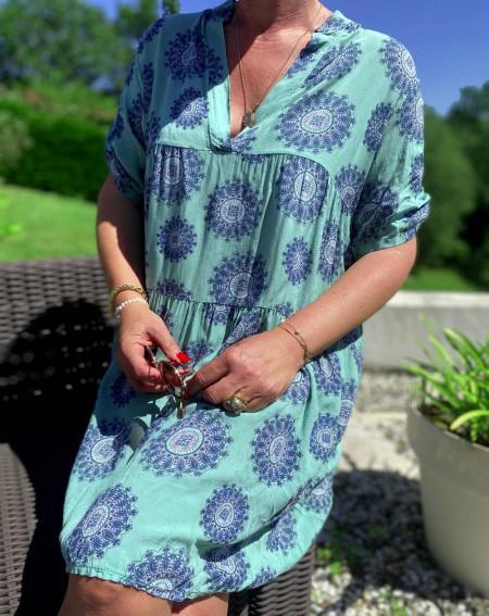 Robe verte motifs mandala col V et manches courtes