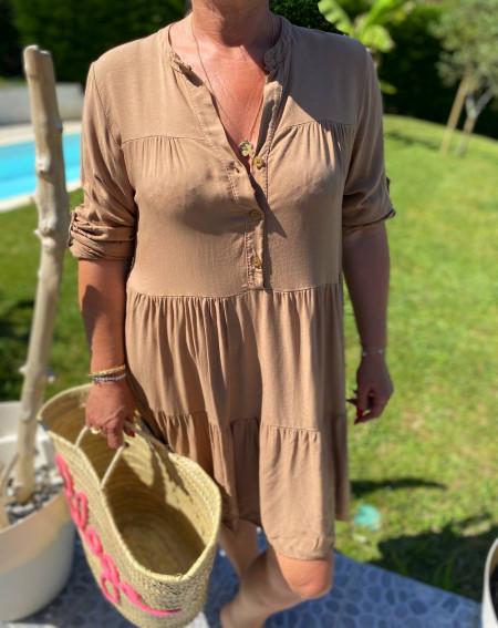 Robe d'été à volants camel et fermeture à bouton