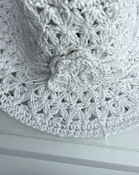 Chapeau en paille de papier coloris blanc style bohème