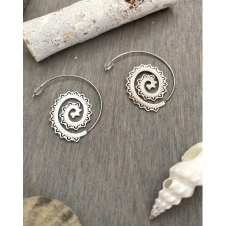 Créoles originales argentées style tribal en spirale