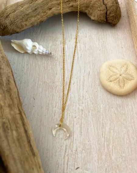 Collier croissant de lune en nacre et chaîne doré