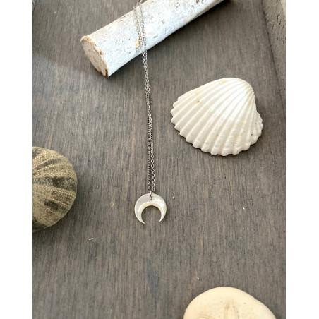 Collier croissant de lune en nacre et chaîne argenté