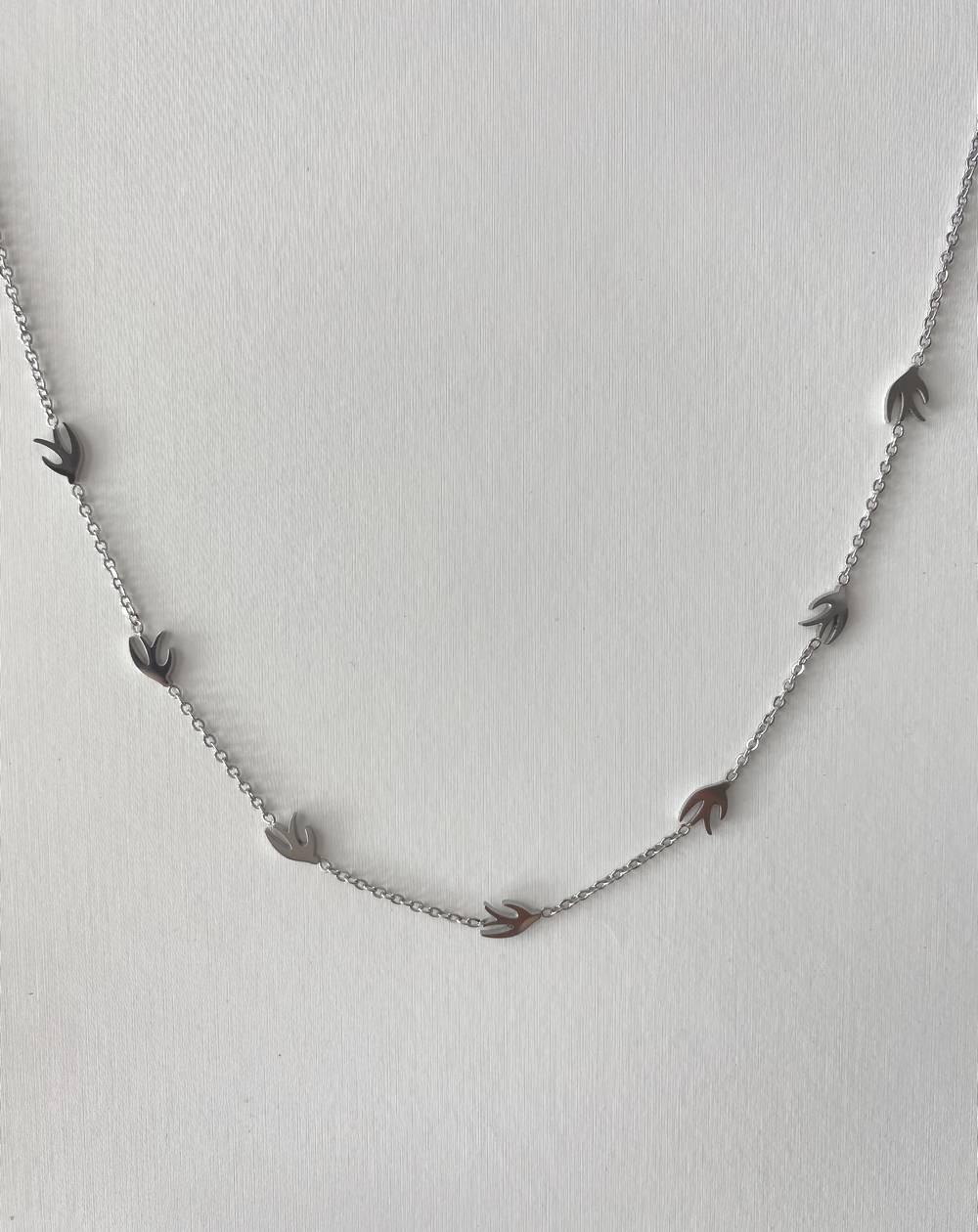 Collier chaîne aux hirondelles argentées en acier inoxydable