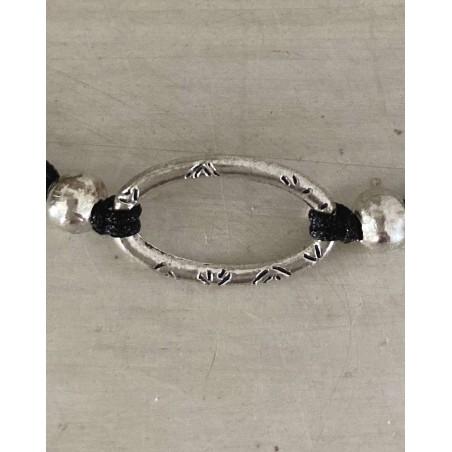 Bracelet original avec un anneau ovale et cordon noir