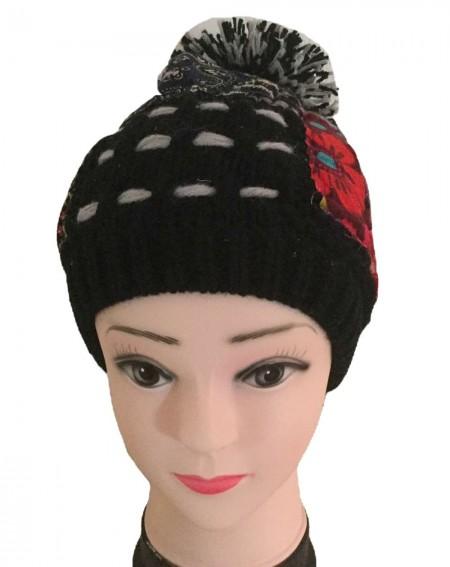 Bonnet pompon femme façon patchwork noir et gris