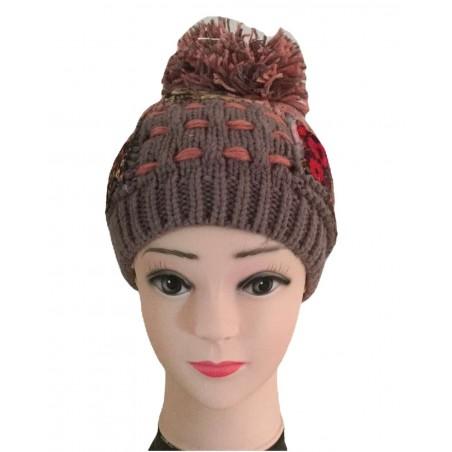 Bonnet à pompon fantaisie façon patchwork rose et gris