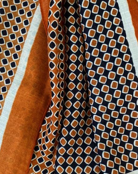 Étole à pompons pour femmes à motifs brique, noirs et blancs