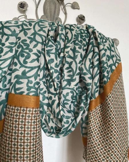Foulard à pompons pour femmes, à motifs verts et camels