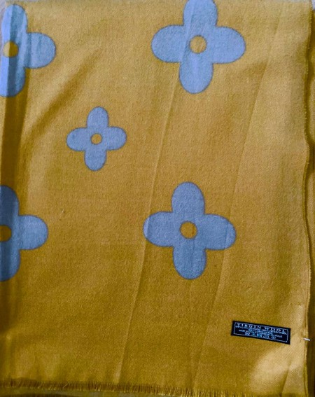 Étole à motifs gris sur fond moutarde en pure laine vierge
