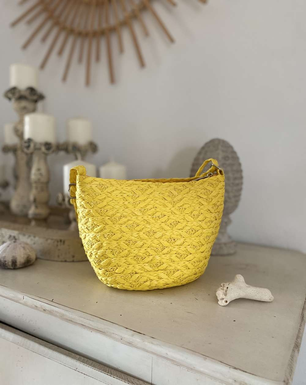 Sac en paille rond bandoulière tressé coloris jaune