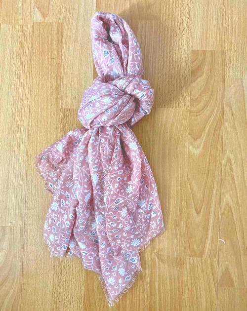 Le foulard un des accessoires de cet été